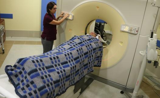 Nuevo escáner de Hospital de Coronel supera las dos mil atenciones