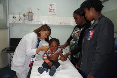 Aporte de facilitadora intercultural haitiana ha sido muy bienvenido en Hospital de Coronel