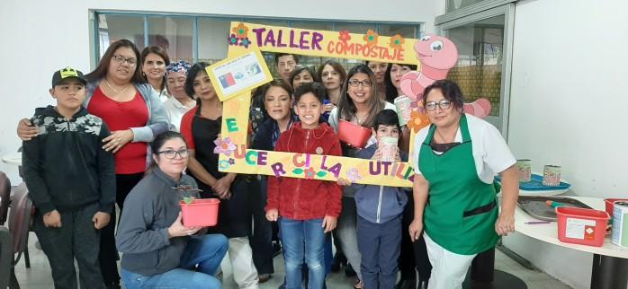 Funcionarios e hijos de trabajadores de la salud del Hospital San José de Coronel participaron en taller de Compostaje y Lombricultura