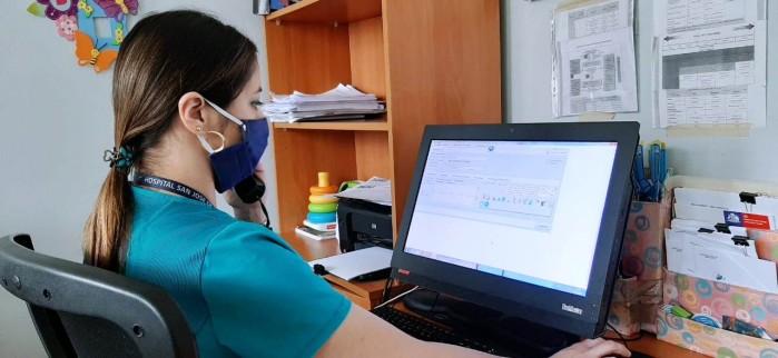 Equipo de Sala IRA del Hospital San José de Coronel realiza teleasistencia a pacientes en periodo de contingencia sanitaria