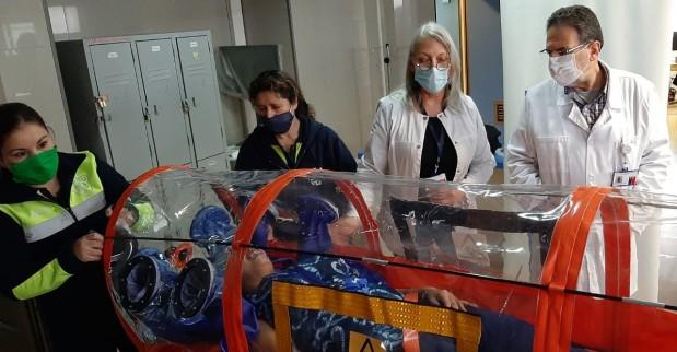 Hospital San José cuenta con cápsula de traslado para pacientes Covid-19
