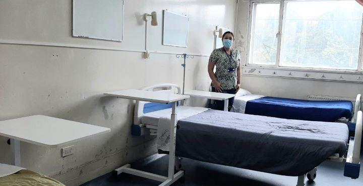 Catres clínicos donó la empresa Colbún al Hospital de Coronel